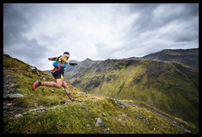 Letět jako pták - běžec v maximálním tempu. Prodej fotoobrazů Dlouhá Trať, Fotograf Lukáš Budínský, podpora Mamma HELP