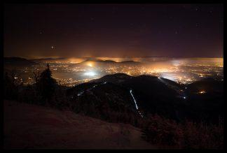 Noční výhled z Lysé Hory, Prodej fotoobrazů Dlouhá Trať, Fotograf Lukáš Budínský, podpora Mamma HELP