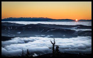 Východ slunce z Lysé Hory, Prodej fotoobrazů Dlouhá Trať, Fotograf Lukáš Budínský, podpora Mamma HELP